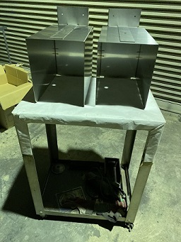 ステンレス製の照明器具のボックス