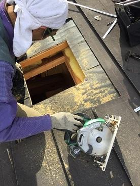 大工さんによる天井と屋根の開口工事